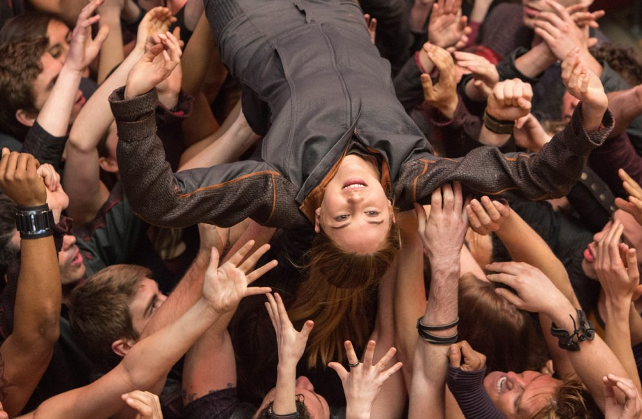 Crowd-surfing makes a comeback in Divergent.