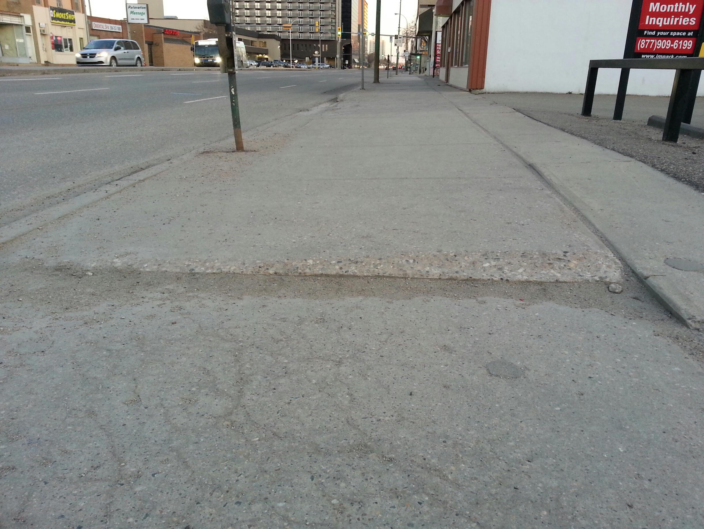 Sidewalk(Broad)
