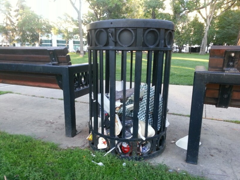 Victoria park (garbage can)